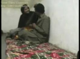 امرأة شقراء متزوجة تمارس الجنس معها السابق في منتصف اليوم