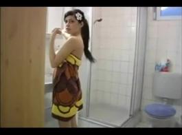 ابنة خطوة متعرجة مارس الجنس في الحمار لأول مرة