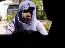 قصص سكس بنت مع صديق والدها في البحر