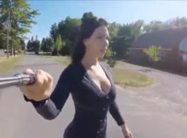 الزوجة الساخنة من إيطاليا تحصل مارس الجنس في الحمار، من قبل واحد من أصدقائها المشاغب