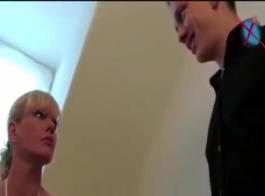 امرأة ناضجة، آنا بيل أسامي في مزاج ليمارس الجنس السريع مع صديقتها