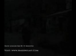 جبهة مورو شقراء جميلة مع الحمار الضخمة هي ركوب قضيب الصخور الصعب مثل عاهرة