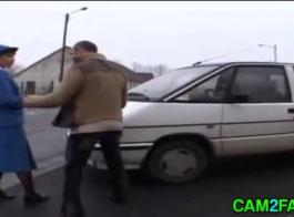 في حالة سكر انتقال الشرطة الفرنسية البرية في حزب جمهور قرر أخيرا أنه يستحق الجنس الخام