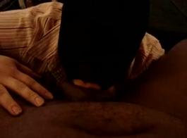 الرجال ملثمين مارس الجنس سمراء في سن المراهقة الساخنة لأن لا أحد يستطيع أن يصعد لعقد الظهر