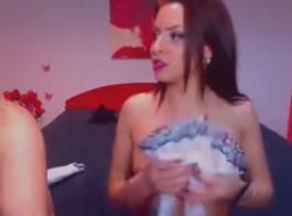 امرأة سمراء قرنية حصلت مارس الجنس في الحمار خلال مقابلة عمل، لا ترغب في امتصاص ديك