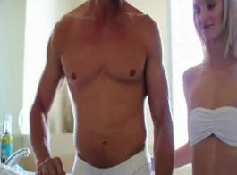 سكس سعودي رجل عجوز مع بنت في الحمام و