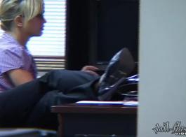 وزير لطيف يمتلك جنس مثليه مع زميل غريب من مكتبها