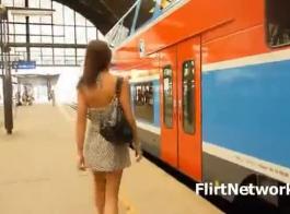 امرأة سمراء الساخنة تبين بوسها الثدي لطيفة