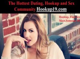 اثنين من الفتيات الكلية المشاغب يمتلك الجنس عن طريق الفم كبير مع رجل وسيم جدا