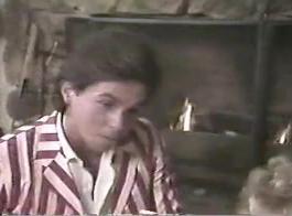 عسل شقراء سلوتي، ناتاشا لطيفة تبدو مذهلة أثناء الركوع وأخذ مجموعة من ديكس الصعب