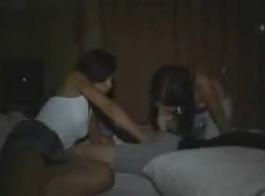 صور بنات يخلعن الملابس