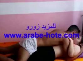 عربي يتناك بصناعي ديوث