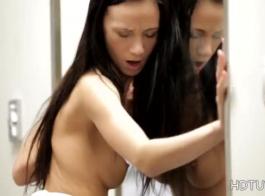 الجمال الجنسي مع الثدي الزيتية.
