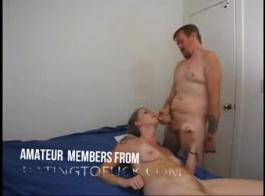 جبهة مورو ناضجة تصرخ من المتعة أثناء الحصول على مارس الجنس من الصعب، في سريرها الضخم.