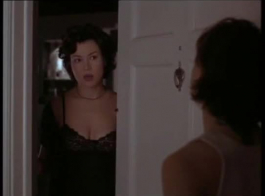 امرأة شقراء الساخنة لها ممارسة الجنس البرية مع ابنها خطوة، في غرفة المعيشة.