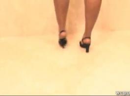 الدهون، امرأة سوداء تعرف كيفية الحصول على ما تريد، حتى خلال مقابلة عمل.