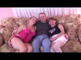 حصلت الجدة على مزيت ومارس الجنس حتى بدأت تئن من المتعة، من المتعة.