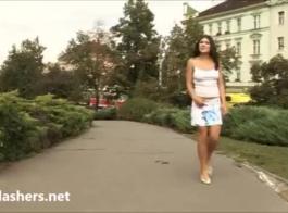 امرأة سمراء البرية فاتنة مارس الجنس من الخلف وجمهور الجمهور.