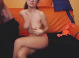 حصلت امرأة سمراء الساخنة على الكثير من المال لنشر ساقيها طوال اليوم واحصل على مارس الجنس جيدا.
