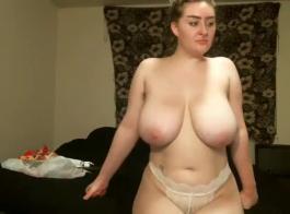 شقراء مع كبير الثدي إغراء أفضل صديق لها الزوج عارية في الغالب، وكان ممارسة الجنس معه